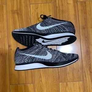 Nike Flyknit Racer Oreo 2.0 Size 7.5M